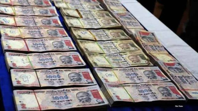 two foreign national arrested with 1.20 crore old 500 1000 rupees old notes at Patna airport