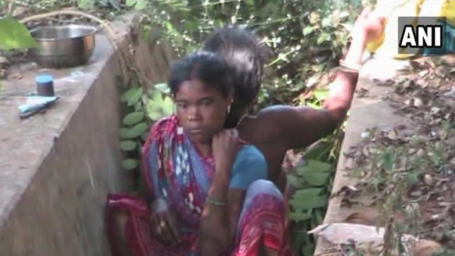 Odisha woman gave birth to girl child on the side of the drain