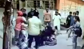 Karnataka Bangalore group of drunken men beats girl and boys of North East video Viral on social media