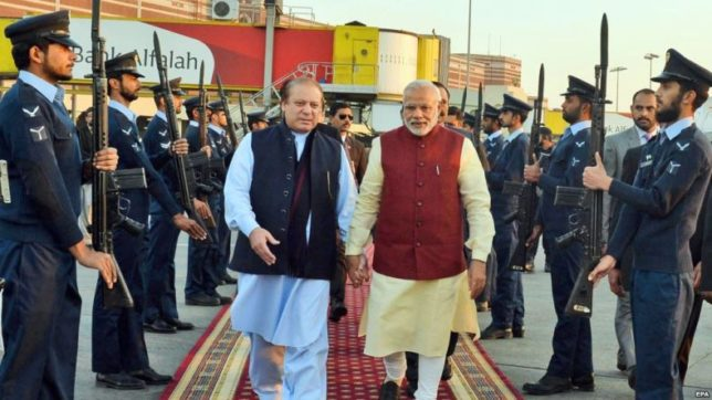 PM Modi in pakistan airport