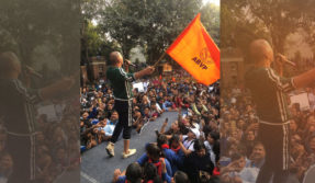 PadMan-Film-Promotion-Akshay-kumar-flagged-BJP-Student-wing-ABVP-flag-in-Delhi-University