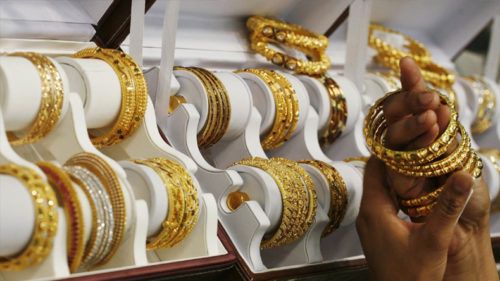 Gold Prices Fall on fifth Straight Day Price of 31,400 after falling to Rs 140 Know these five things